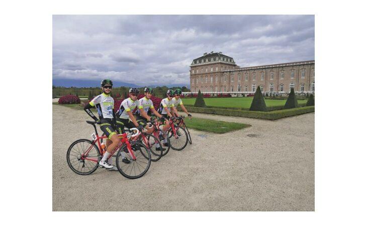 Ciclismo, il d.s. di Osteria Grandi Claudio Strazzari ed i suoi atleti «Hicari»