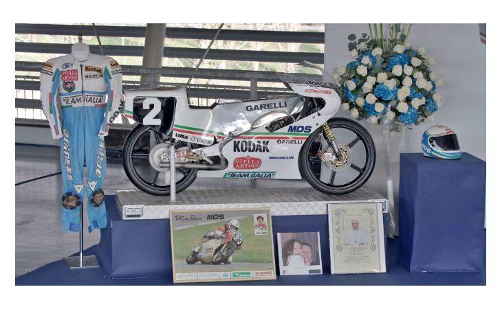La città di Imola ricorda Fausto Gresini nel giorno del funerale. IL VIDEO