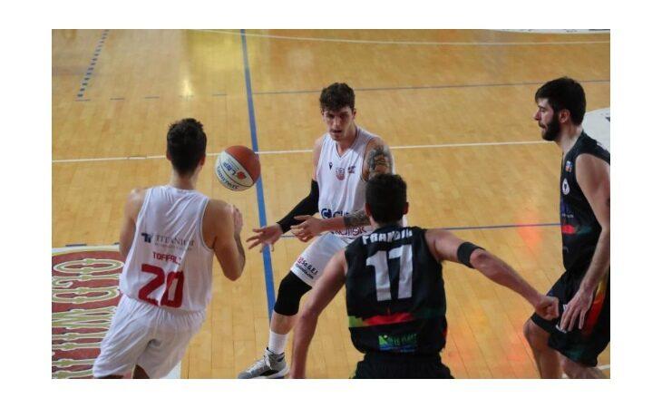 Basket serie B, l'Andrea Costa torna in campo e ritrova il sorriso ad Alessandria