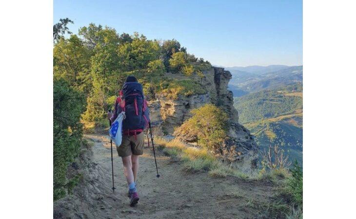 «Smart trekking», viaggi online nel territorio con la guida Schiassi. Stasera si «cammina» sulla Via degli Dei