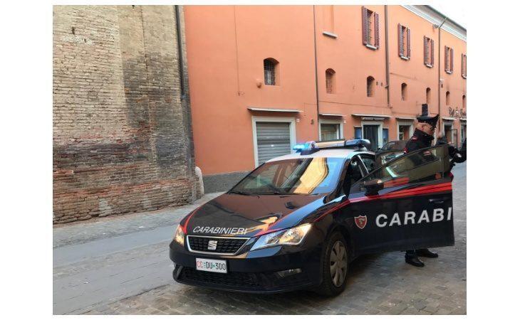 «Tanto fuori il Covid non c'è», positiva esce di casa per una passeggiata. Denunciata dai carabinieri