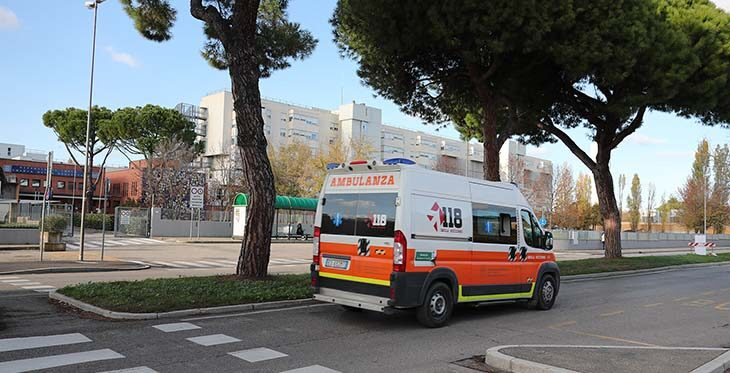 Coronavirus, ospedale di Imola saturo, alcuni pazienti Covid trasferiti a Casteldebole, noCovid nella Cra Venturini e a Villa Maria Cecilia