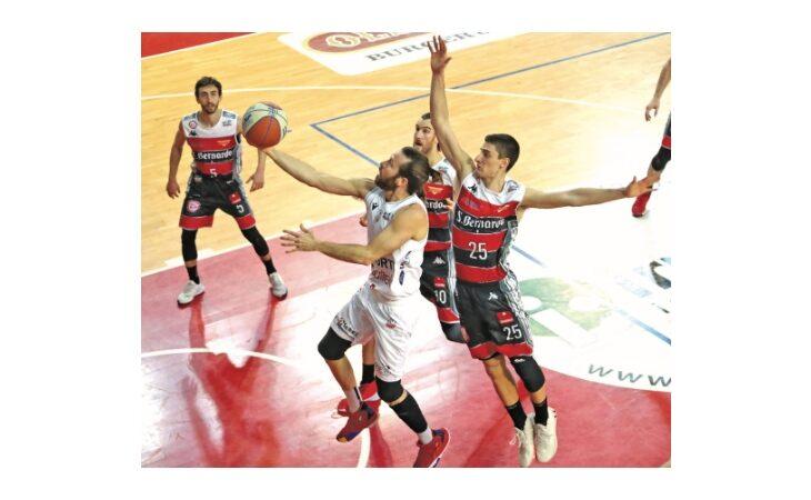 Basket serie B, Sinermatic sfiora l'impresa contro Livorno. Oleggio troppo forte per l'Andrea Costa