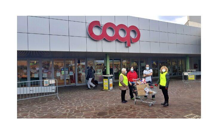 «Spesa sospesa», un sostegno alle famiglie di Castello grazie ai volontari Auser e Coop Reno