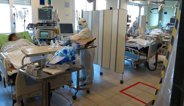 Coronavirus, meno contagi ma più ricoveri in terapia intensiva a Imola. Vaccino: riprese le prenotazioni per gli over 75