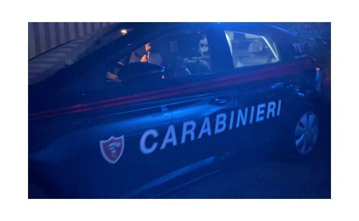 Sveglia i vicini all'alba per paura dello scoppio di una bomba e chiama i carabinieri, denunciata