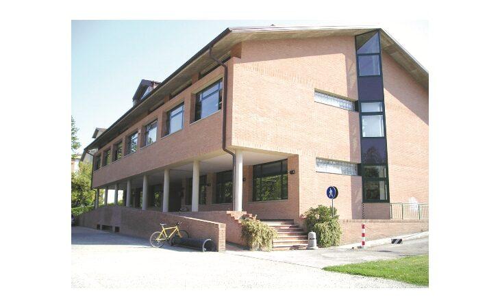 Ora è ufficiale: a Ozzano le scuole medie Panzacchi traslocano in biblioteca