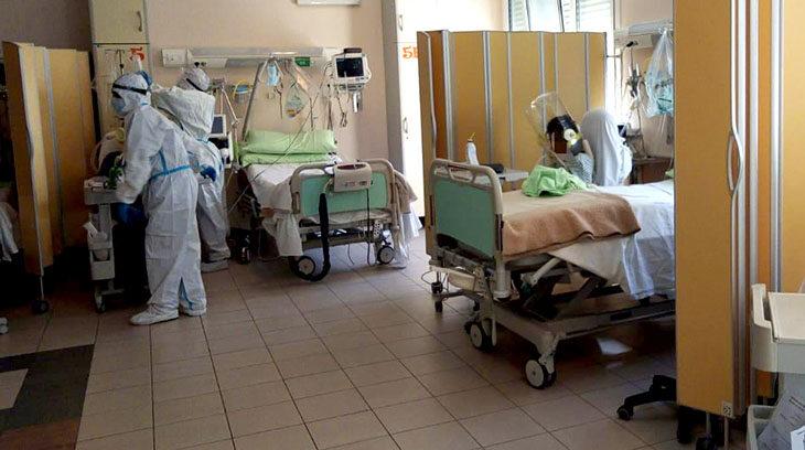 """Coronavirus, meno contagi ma più ricoveri a Imola e in Emilia Romagna. Bonaccini: """"Rt cala, restrizioni funzionano'. Donini: """"Over 80 già vaccinati al 70%'"""