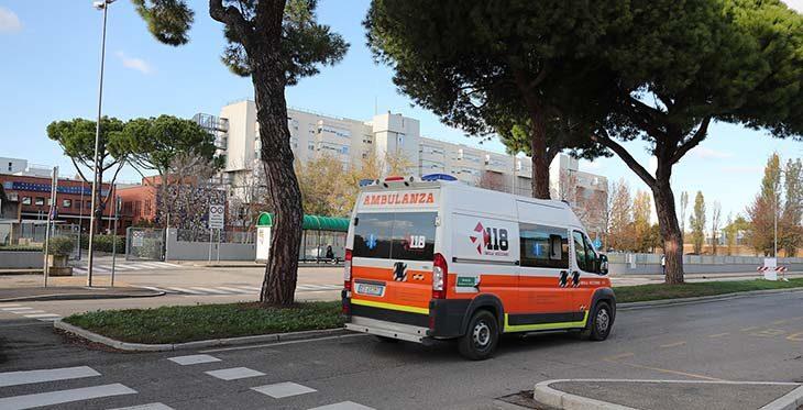 """Coronavirus, focolaio di 22 positivi in Geriatria a Imola, l'Ausl: """"Operatori sanitari negativi"""". Altri 5 morti tra Imola, Castel San Pietro e Medicina"""