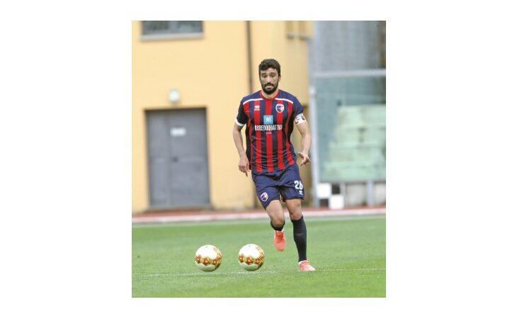 Calcio serie C, il capitano rossoblù Carini e le 100 presenze in campionato: «La mia Imolese lotterà fino alla fine»