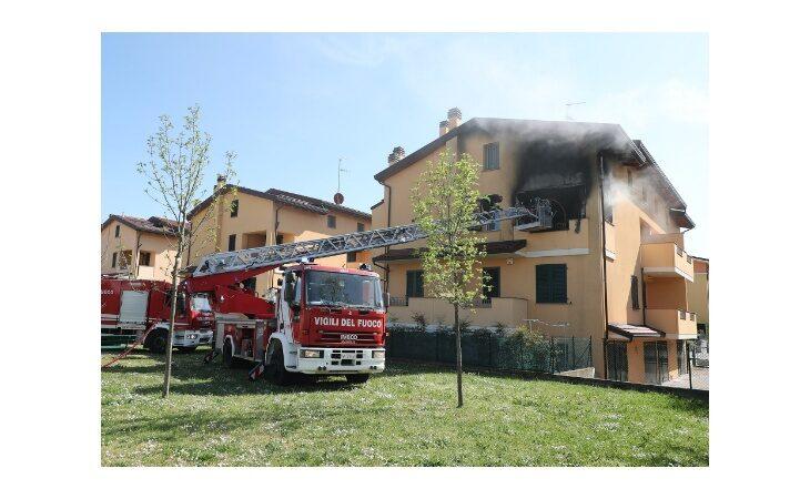 Incendio in Pedagna, appartamento avvolto e distrutto dalle fiamme