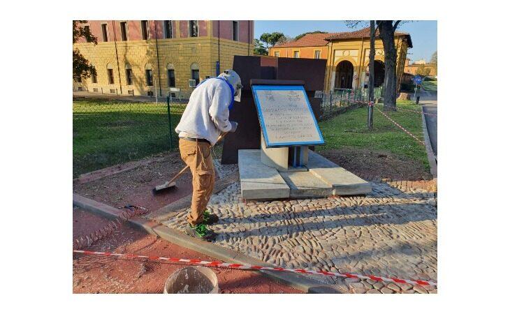 Iniziati i lavori di manutenzione della lapide intitolata a papa Giovanni Paolo II