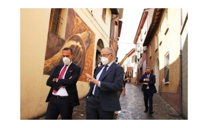 Il Sottosegretario Manlio Di Stefano in visita all'Enoteca Regionale a Dozza