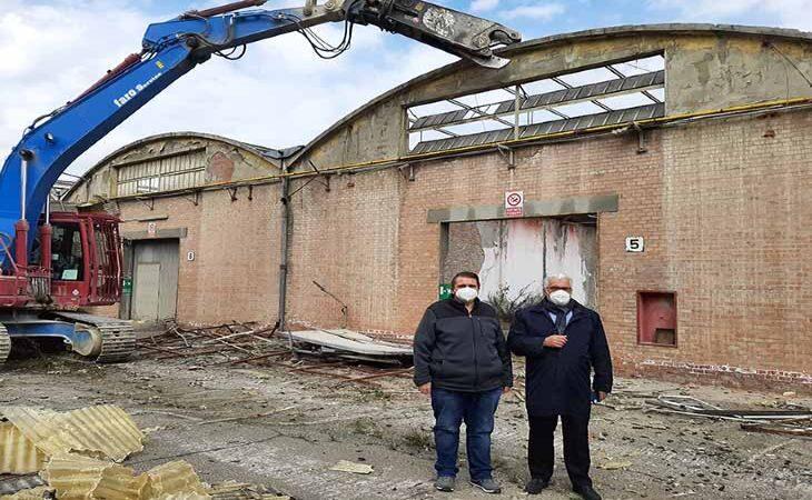 Al via le demolizioni nell'area ex Sinudyne di Ozzano, i capannoni spariranno entro maggio