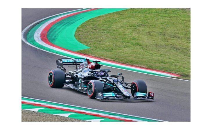 F.1, a Imola pole position per Hamilton. Dietro Perez e Verstappen, 4° Leclerc. Male Bottas e Sainz