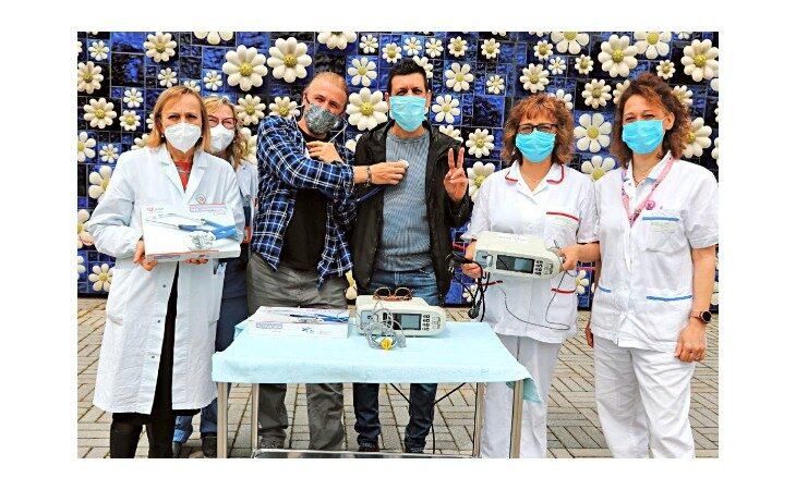 L'associazione App&Down dona saturimetri e fonendoscopi al reparto pediatria e nido dell'ospedale di Imola