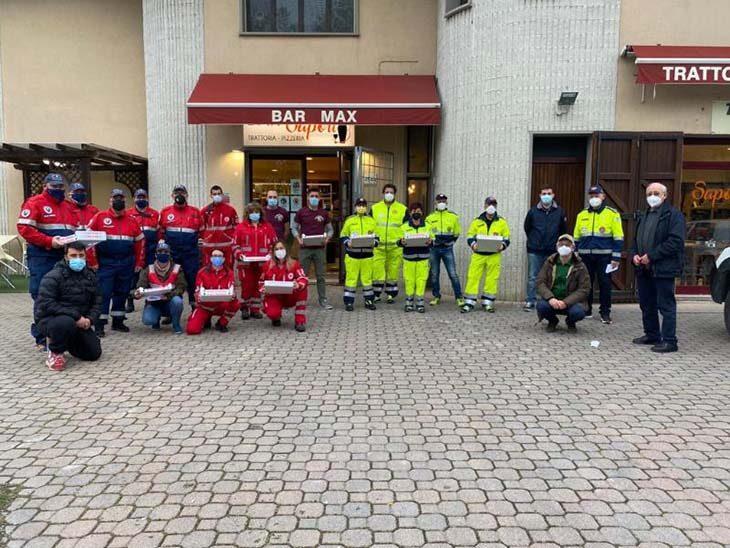 A Medicina cento pizze della trattoria Max consegnate dai volontari alle famiglie in difficoltà
