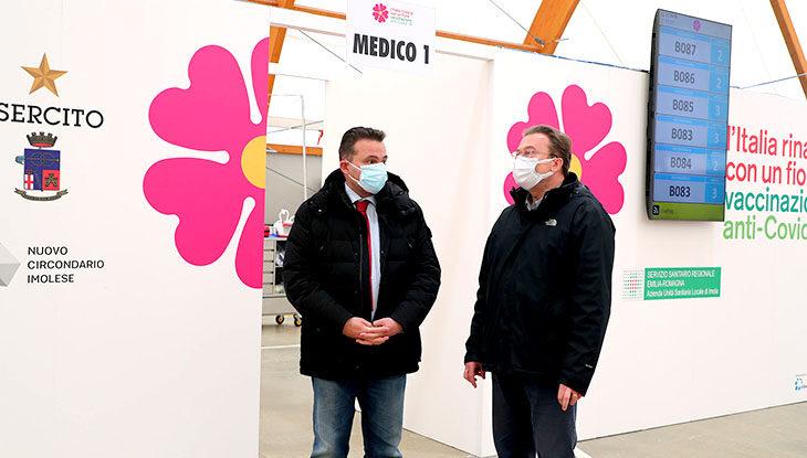 """Coronavirus, 26 nuovi contagi a Imola ma meno ricoveri. Record di vaccinazioni per l'Ausl, Rossi: """"Dimostrato che possiamo andare veloci, ora devono arrivare le dosi"""""""