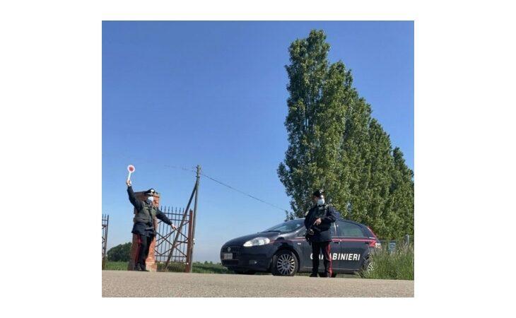 Al volante senza patente si rifiuta di sottoporsi all'alcoltest, 54enne denunciato