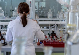 Coronavirus, 13 nuovi casi a Imola e calano decisamente i ricoveri. I casi attivi nei comuni scendono a 346