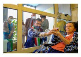 Coronavirus, inaugurata la «stanza degli abbracci» alla Casa residenza anziani Venturini