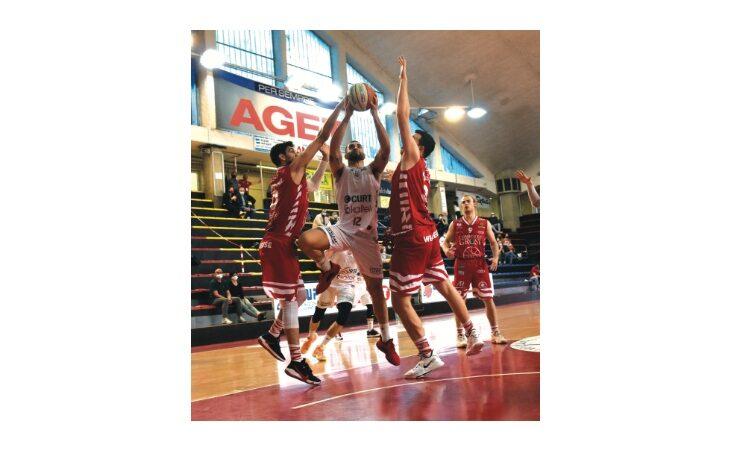 Basket serie B, l'Andrea Costa crolla anche a Cecina e si affida alla matematica
