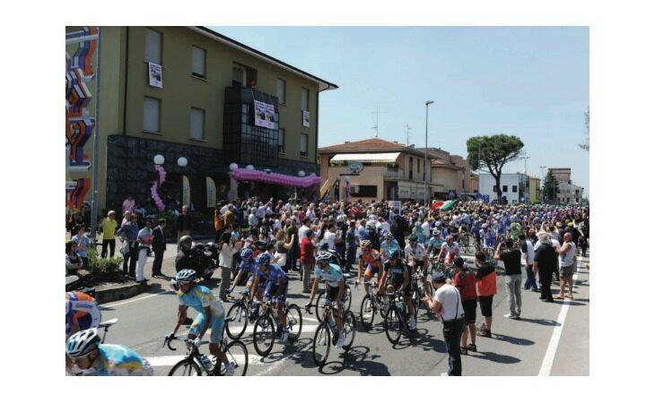 Domani il Giro d'Italia passa dalla via Emilia, le modifiche alla viabilità
