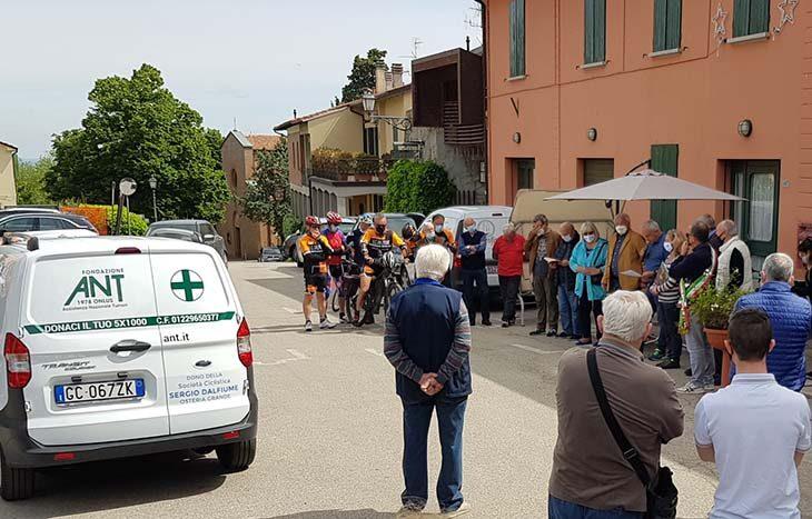 Ultimo gesto di solidarietà della Dalfiume di Osteria Grande: la società ciclistica dona un furgoncino all'Ant