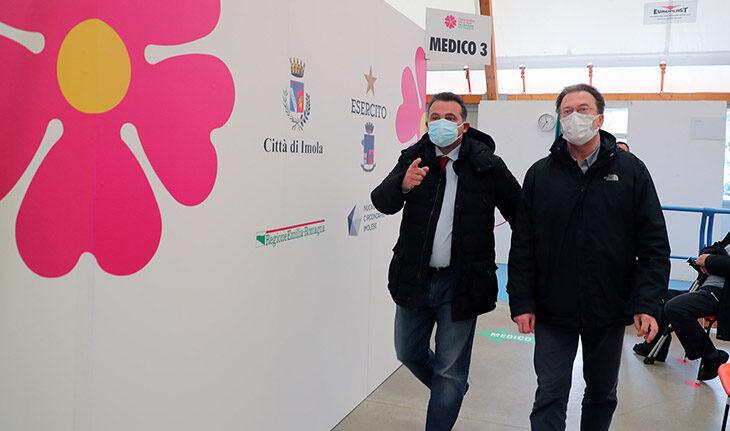 """Coronavirus, 13 nuovi positivi a Imola. Rossi (Ausl): """"La curva scende. Ma vaccino rimane unica soluzione"""""""