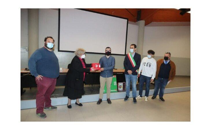 Dal Memorial Ussia un nuovo defibrillatore per l'Alberghetti di Imola