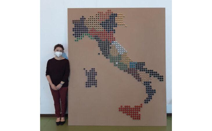 Le 654 cialde riciclate del caffè diventano… l'Italia in versione pixel art