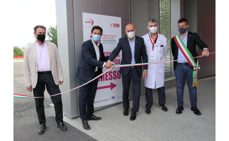 Vaccini nelle aziende, avviata stamattina la campagna vaccinale per i dipendenti delle cooperative imolesi Sacmi e Cefla