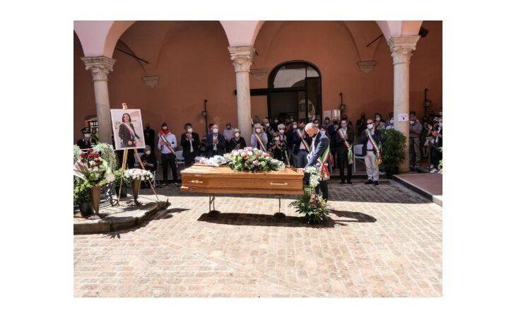 Castel Guelfo ha dato l'ultimo saluto all'ex sindaca Cristina Carpeggiani