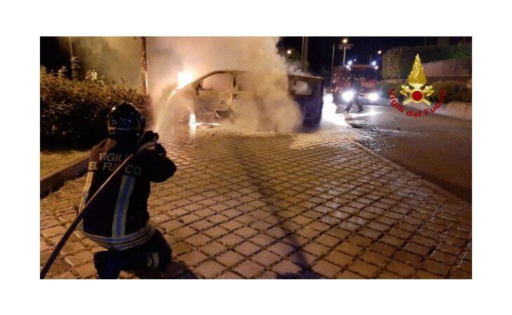 Auto e furgone in fiamme a Toscanella, sulle cause indagano i carabinieri