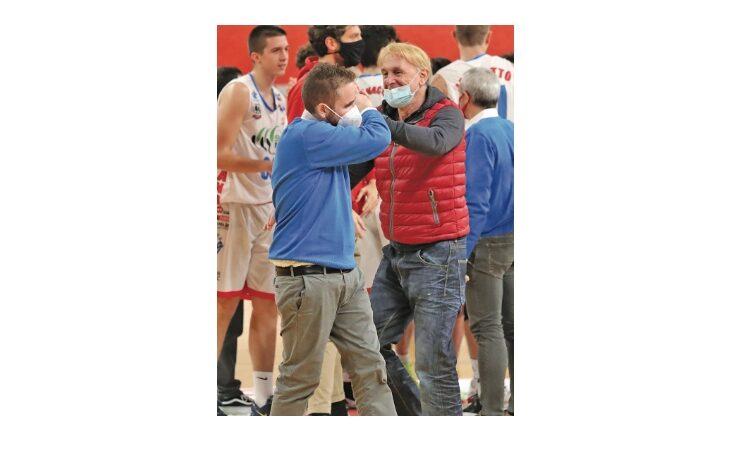Basket serie B, dopo otto anni le strade di coach Grandi e della Sinermatic si dividono