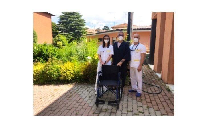 Nuova carrozzina donata agli anziani della Cra Coccinella di Castello