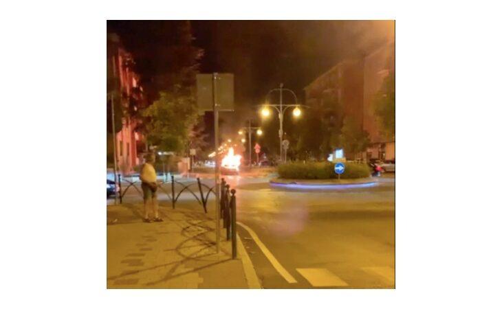 Auto in fiamme a Ozzano durante i festeggiamenti per la vittoria dell'Italia contro la Spagna