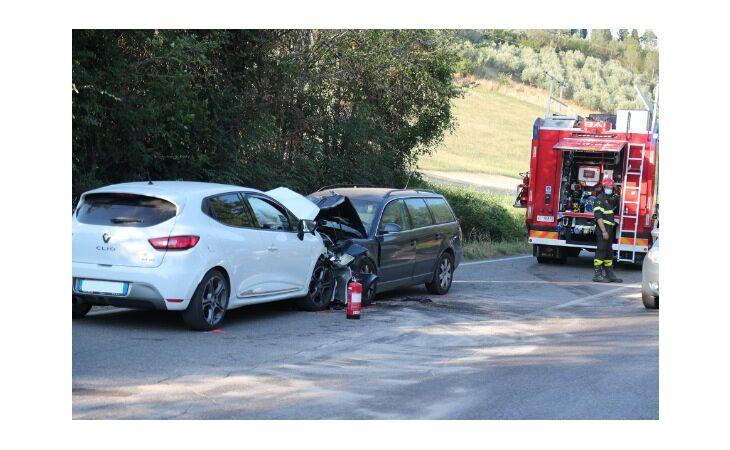 Frontale sulla Montanara a Riviera, ferito automobilista
