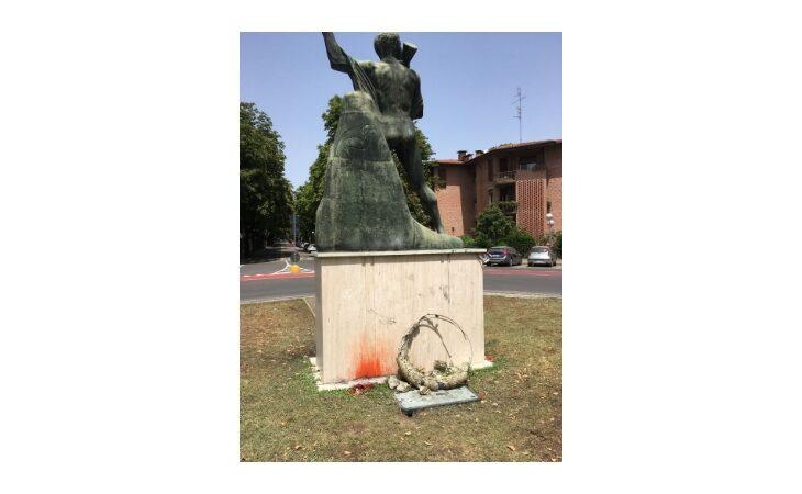 Italia campione d'Europa, durante la festa in viale Dante danneggiati Monumento al Partigiano e chiosco