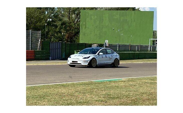 Tesla, Smart e altre elettriche in autodromo, nel week-end a Imola ci sarà anche Liuzzi