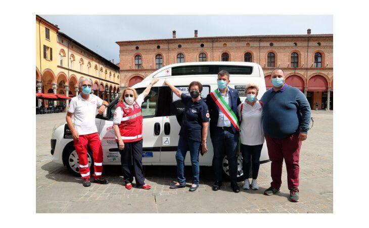 I «Progetti del cuore» arrivano a Imola e grazie alla Croce rossa donano un nuovo mezzo all'associazione No sprechi