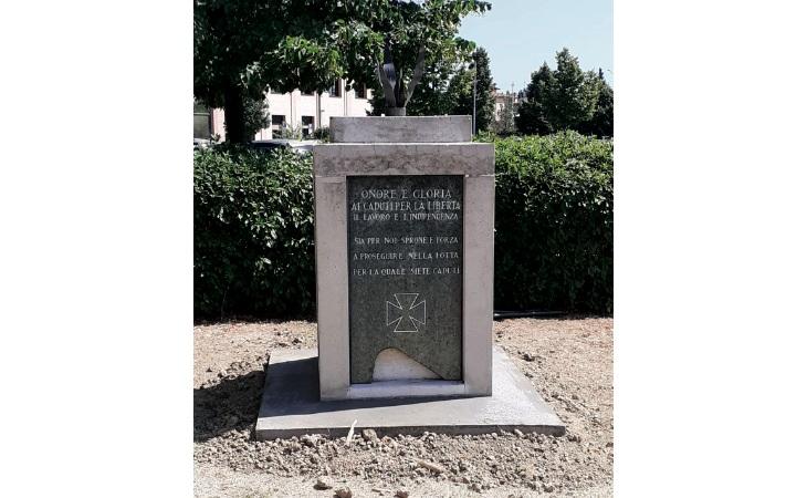 Domani l'inaugurazione del «nuovo» monumento ai Caduti della Cogne
