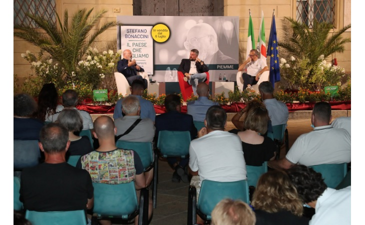 Il presidente Bonaccini presenta il suo ultimo libro a Castel San Pietro – Le immagini più belle