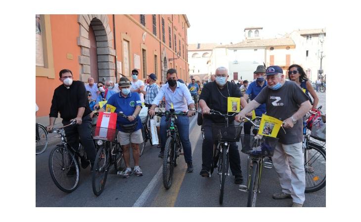 San Cassiano, tanta gente in bici per la tradizionale pedalata – Gli scatti più belli