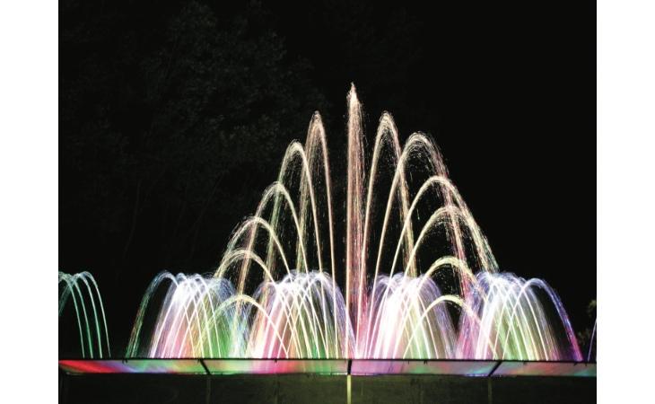 Ecco la «Notte Celeste», a Castello il benessere si celebra con uno «tsunami» d'acqua