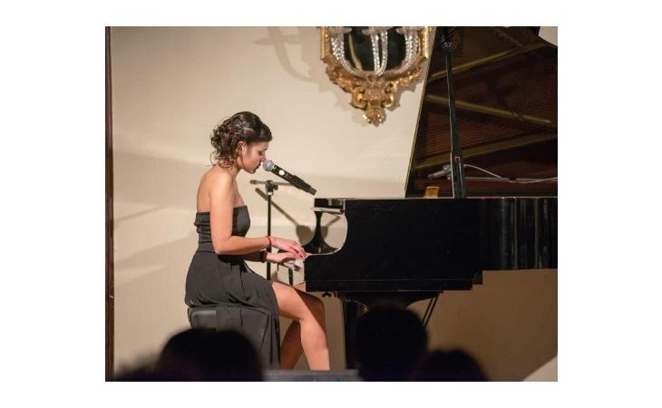 La cantautrice imolese Milena Mingotti al talent «The coach» con l'ex Amici Agata Reale