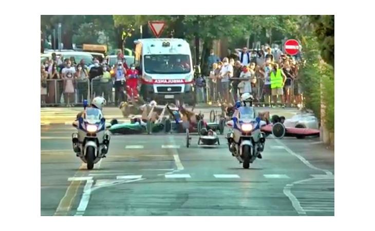 Carrera 2021, maxi incidente in centro storico: l'Ovetto trionfa dopo la squalifica della Mora