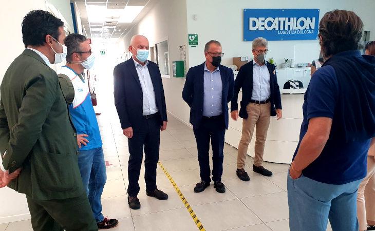 L'assessore regionale Vincenzo Colla in visita all'hub logistico metropolitano di Castel San Pietro