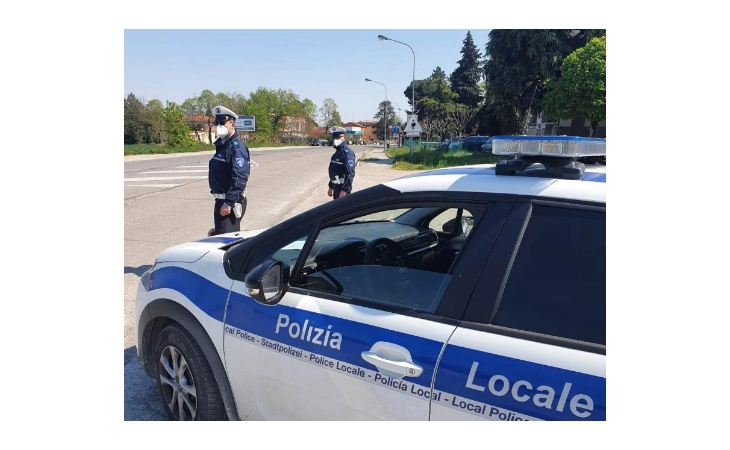 In sella ad una moto rubata non si fermano all'alt, un minorenne denunciato dopo l'inseguimento