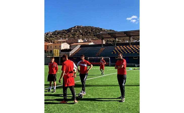Calcio serie C, domani c'è Olbia-Imolese. Rossoblù già in Sardegna ad allenarsi